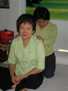 Pikul bezig met therapeutische massage