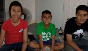 Jing, Jungle en Jok, kinderen van de 'Insect-man'