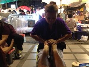 Voetmassage op de avondmarkt